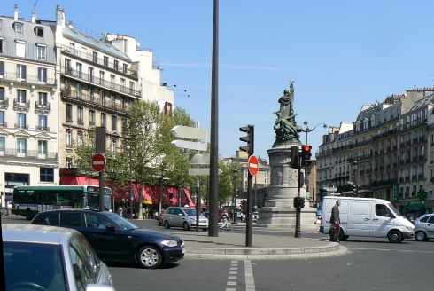 for Place de clichy castorama